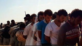 Download داعش يربط نحو 200 شخص بأعمدة الكهرباء في الرطبة ومسؤول محلي يحذر من مجزرة Video