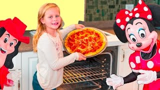 Download ASSISTANT Pizza Challenge Mickey Mouse and Minnie Mouse Cooking Challenge Video Video