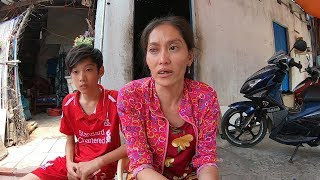Download 3 mẹ con nghèo sơ xác nghẹn ngào rơi nước mắt nhận món quà từ mạnh thường quân Video