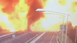 Download Truck collision in Italy causes large explosions Video