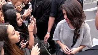Download Selena Gomez confront a fan at NRJ radio station in Paris ! Video