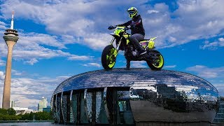 Download David Bost - Pure Joy (Supermoto Stuntriding in Düsseldorf | Suzuki DR-Z 400) Video