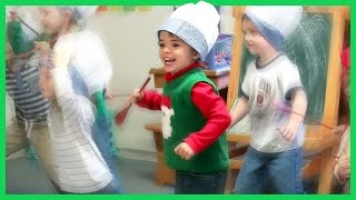 Download TODDLER'S FIRST CHRISTMAS PERFORMANCE! Video