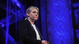 Download Meet graphene | Catharina Paukner | TEDxDanubia Video