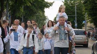 Download Житомир у вишиванці: святкова хода у барвистих сорочках, пісні та розважальна програма Video