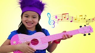 Download Jannie Pretend Play with CUTE Guitar Toy and Sing Kids Songs Video