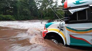 Download Ríos crecido buses tomando riesgos Video
