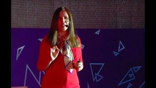 Download Revolucionemos la forma de educar | Elisa Guerra | TEDxBarriodelaEstacion Video