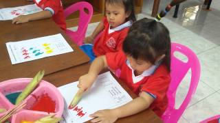 Download เด็กอนุบาลพิมพ์ภาพสีน้ำ จากก้านกล้วย รร.ธาดาอนุสรณ์ อ.ห้วยยอด จ.ตรัง Video