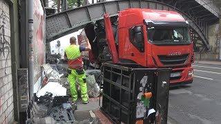 Download LKW unter Brücke festgefahren - Hoher Sachschaden in Köln-Deutz am 14.05.18 Video