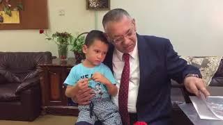 Download Azərbaycan Səfirinin konsulu Zəbi Axundov İraqda uşaq evində saxlanılan azərbaycanlı uşağa baş çəkib Video
