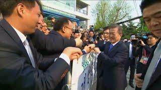 Download President Moon Jae-in departs for summit Video