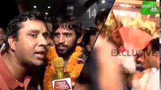 Download Uncut Visuals Of Bajrang Punia's Grand Welcome At The Airport | Sports Tak Video