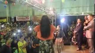 Download Menina de 09 anos que fez a cantora Damares chorar Video