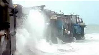 Download Houses in Mumbai where sea waves splash as far as into the living rooms Video