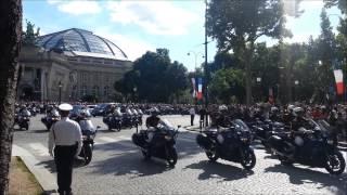 Download Convoi de la Reine Elizabeth II dans Paris//Convoy of Queen Elizabeth II in Paris Video