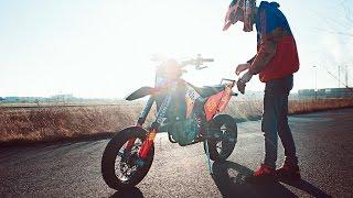 Download The last Supermoto stunt ride   Mäx Sneaker   Hamburgwheeliekidz Video