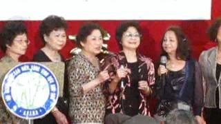Download Ban hợp ca Mây Ngàn Phương góp vui Video