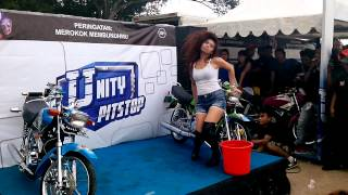 Download Lady Wash on Anniversary of Depok King's Club Video