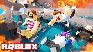 Download ESCAPE A PLANE CRASH IN ROBLOX Video