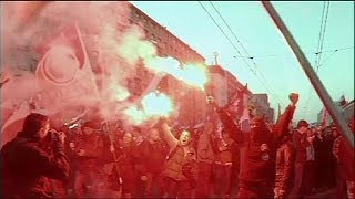 Download Poland Clashes erupt between far-right protesters and left-wing squatters Video