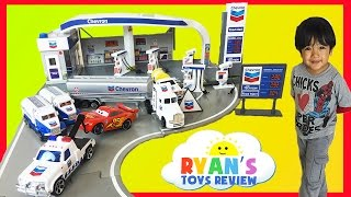 Download Tomica Chevron Gas Station PlaySet with Disney Cars Toys Video