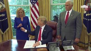 Download Trump signs order stopping family separation Video