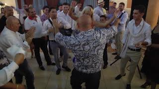 Download Adrian Minune si Loredana Chivu - Manele noi - inbracata in bani de lugojeni Video