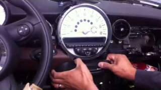 Download How to remove radio from mini cooper 2010 Video