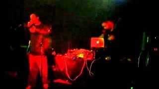 Download Cheb Rubën ft Isayah Thomas - Puta mentira (live Maquiavel 24/04/10 Miranda de Ebro) Video
