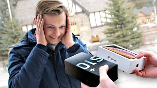 Download I Gave New Phones to Strangers... But Made Them Choose! – iPhone XR vs Samsung Galaxy S10e Video