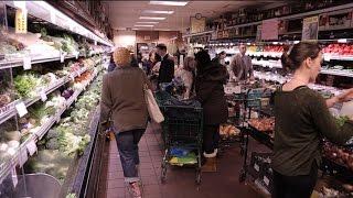Download Ces supermarchés qui défient la grande distribution - Tout Compte Fait Video