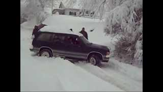 Download cars stuck on snow 2013 Video