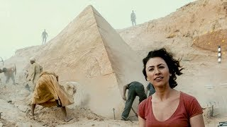Download 【穷电影】考古队挖开深埋地下的金字塔,竟挖出了远古死神,哭都来不及了 Video
