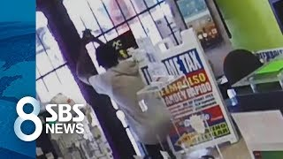 Download 무릎 꿇고 ″제발 문 열어줘요″…경찰도 어이없어한 도둑 / SBS Video