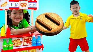 Download Jannie and Alex Pretend Play Selling Hotdogs and Hamburgers Fast Food Toys Video