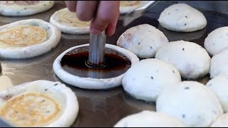Download Master of Korean Hotteok(Pancake) / Amazing Korean Pancake(Hotteok) Cooking Skills / 순식간에 팔리는!! 달인호떡 Video