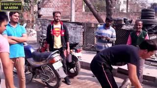Download इंसानियत कहा गयी देखिये किस तरह से इस मासूम बच्चे को सड़क पर मारा जा रहा है ! Video