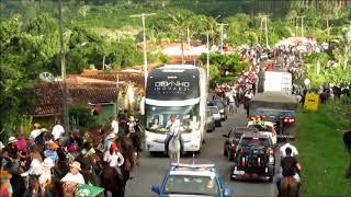 Download Ônibus de Devinho Novaes passando no meio da 7ª Montaria do Farejador Video