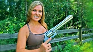 Download ONE GIRL SHOOTING the S&W 500 MAGNUM for the FIRST TIME!! Girls shooting the MAGNUM! Video