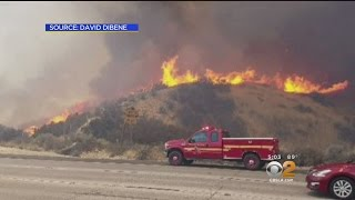 Download Homes Threatened As Brush Fire In Santa Clarita Grows To 850-Plus Acres Video