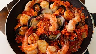 Download Kimchi Fried Rice with Seafood (Haemul kimchi bokkeumbap: 해물김치볶음밥) Video