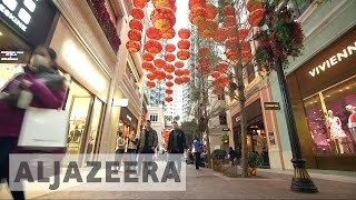 Download Hong Kong's luxury brands struggle to attract customers Video