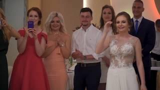 Download Pierwszy taniec i niesamowita reakcja Panny Młodej na niespodziankę Pana Młodego Video