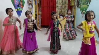 Download Little dhak dhak pretty girls/dance video Video