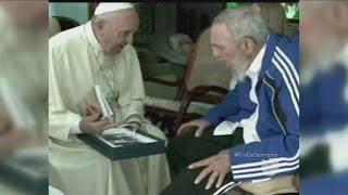 Download El regalo de Fidel Castro al papa Francisco Video