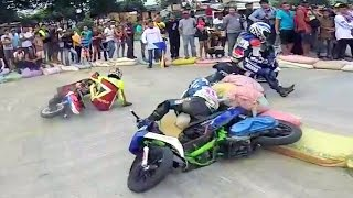 Download SCOOTER RACING that turns into a BOXiNG FIGHT ! Video