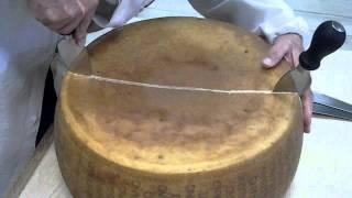 Download Taglio Parmigiano Reggiano DOP 2001 Video