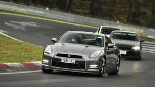 Download CHASING A NISSAN R34 AND R35 GT-R Video