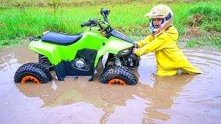 Download Квадрик ВЕЗДЕХОД...Tisha rides a children's ATV and is stuck in a puddle.Danya saves Tisha Video